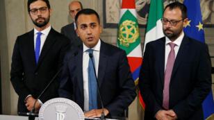 زعيم حركة 5 نجوم لويجي دي مايو يتحدث إلى وسائل الإعلام في روما