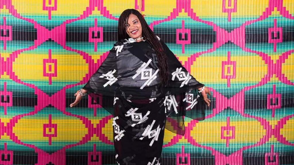 الفنانة السودانية آسيا المدني
