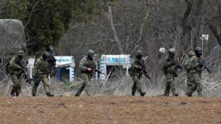 عناصر من الجيش اليوناني على الحدود مع تركيا