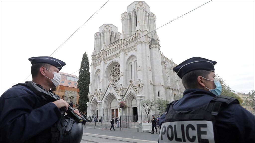 أمام كنيسة نوتردام في مدينة نيس الفرنسية (تعبيرية)