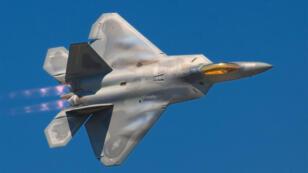 """مقاتلة شبح """"إف-22"""""""