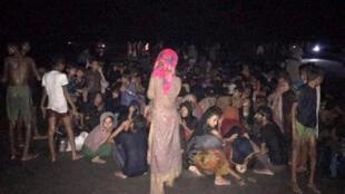 مهاجرون من الروهينغا تم انقاذهم من قبل خفر السواحل البنغلادشية
