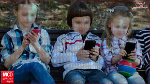 الحلول والنصائح لحماية الأطفال من استخدام هواتف الأهل دون منعهم من ذلك. هناء الرملي