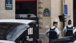 /عناصر من الشرطة الفرنسية