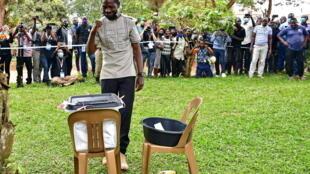 والمغني الشعبي والمرشح الرئاسي بوبي واين