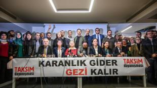 مجموعة تضامن تقسيم في مؤتمر صحافي في إسطنبول ( أ ف ب)