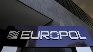 شعار الشرطة التابعة للاتحاد الأوروبي اليورو بول