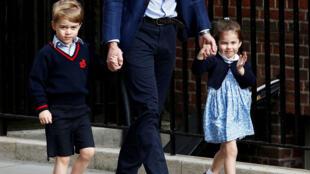طفلا الأمير وليام الأمير جورج والأميرة شارلوت في لندن