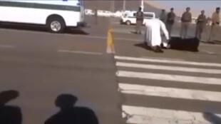 تنفيذ حكم الإعدام بقطع الرأس في حق امرأة
