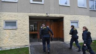 الشرطة السويدية تدخل العمارة التي احتجزت فيها امرأة ابنها قرابة 30 عاما