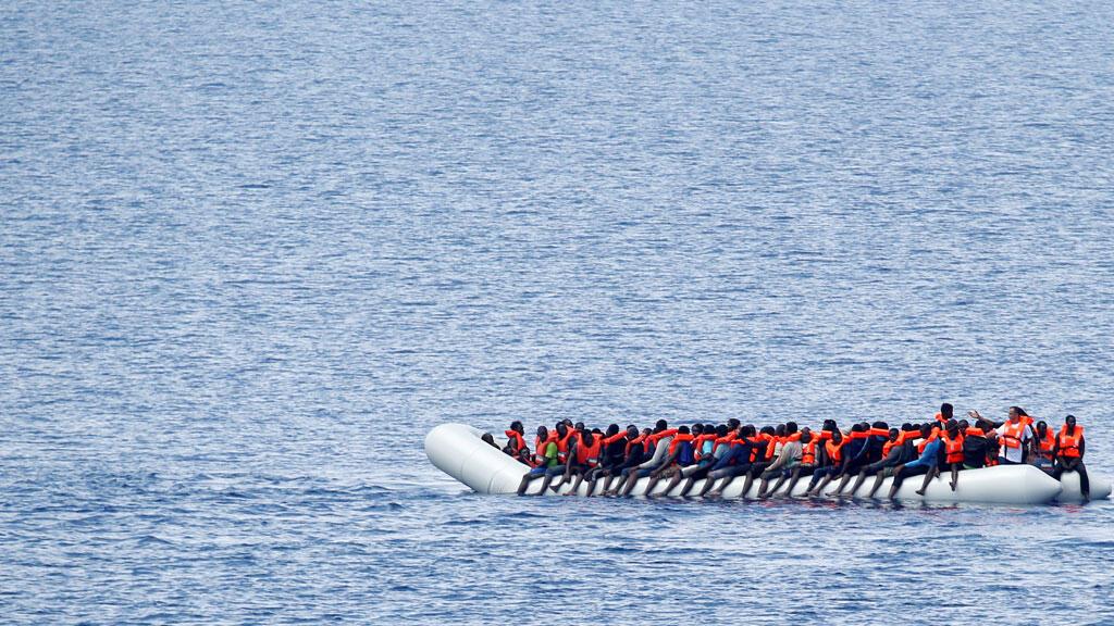 قارب مهاجرين في عرض البحر ( صورة تعبيرية)