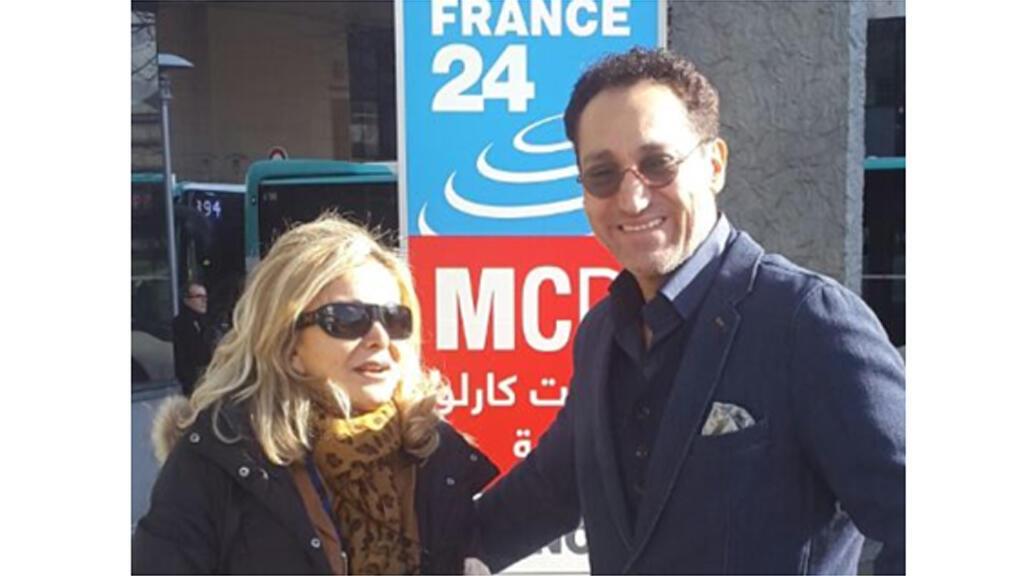 كابي لطيف رفقة الموسيقار العراقي نصير شمة أمام مبنى الإذاعة
