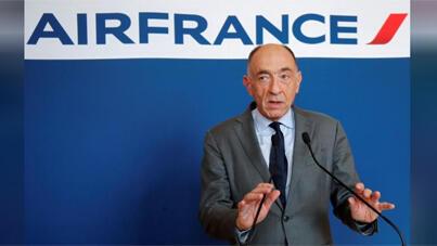 / جان مارك جانيلاك الرئيس التنفيذي لشركة اير فرانس-كيه.إل.إم في مؤتمر صحفي في العاصمة الفرنسية باريس