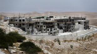 """مستوطنات قيد الإنشاء في مستوطنة """"معاليه أدوميم""""، الضفة الغربية (04-07-2016)"""