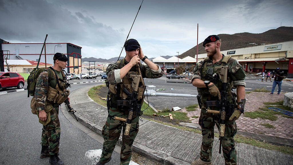 نشر جنود هولنديين الشطر الهولندي من الجزيرة لإعادة النظام