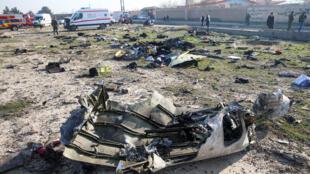 بقايا من الطائرة الأوكرانية التي تحطمت في سماء طهران فجر يوم الأربعاء 8 يناير/ كانون الثاني 2020