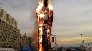 """""""قبضة الثورة"""" في لبنان تحترق"""