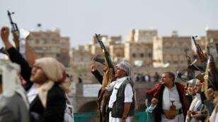 عناصر موالية للحوثيين