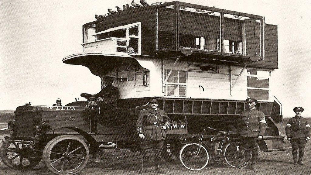 شاحنة كانت تُستخدم من قِبل الجيش الفرنسي لتربية الحمام خلال الحرب العالمية الأولى