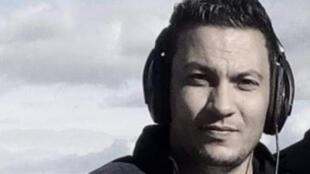 الصحافي عبد الرزاق زرقي