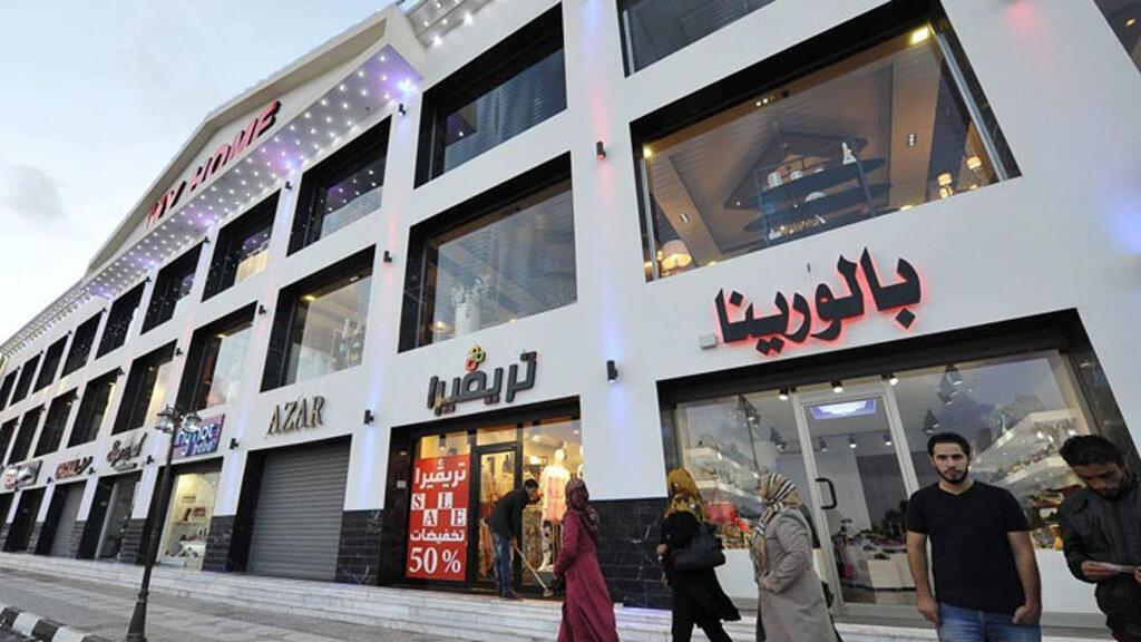 شارع تجاري في بنغازي