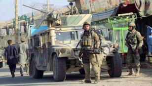 Forces_-armées_-afghanes-dans-un-rue-de-Kunduz_-4-octobre-2016_reuters