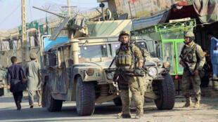 القوات المسلحة الأفغانية في شارع قندوز ، 4 أكتوبر / تشرين الأول 2016.