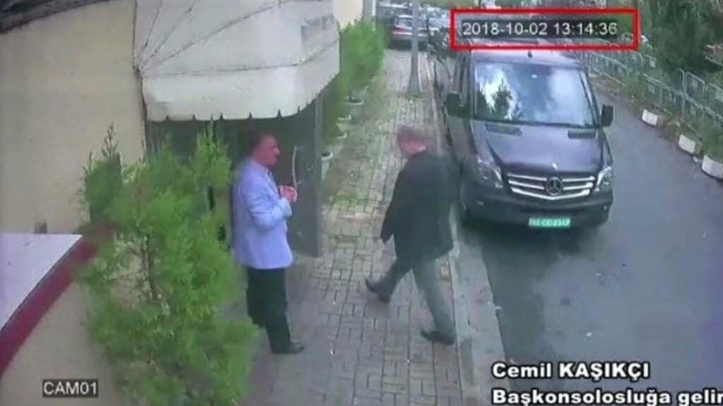 صورة ثابتة مأخوذة من فيديو تزعم دخول الصحافي السعودي جمال خاشقجي إلى القنصلية السعودية في إسطنبول يوم 2 أكتوبر 2018