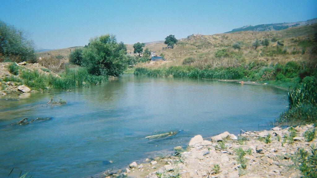 نهر الليطاني تحول من مَعين للحياة إلى مكب للنفايات  (ويكيبديا)