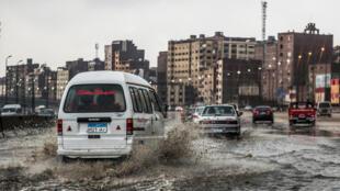 أحد شوارع القاهرة بعد العاصفة
