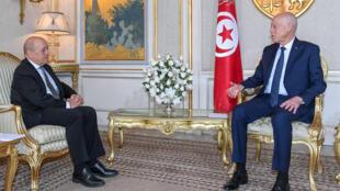 الرئيس التونسي قيس سعيّد يستقبل وزير الخارجية الفرنسي جان إيف لو دريان يوم 9 يناير/ كانون الثاني 2020
