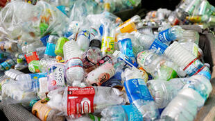 مخافلات من البلاستيك