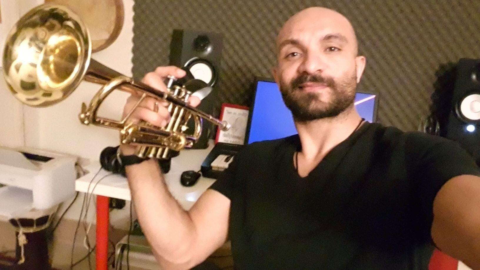 الفنان والعازف محمد سواح