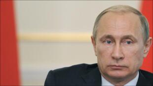بوتين خلال اجتماع في مجلس الدولة الروسي في 17 حزيران 2015