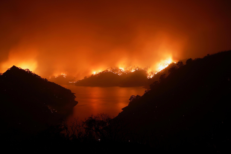 حرائق ضخمة في كاليفورنيا