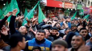 فلسطينيون خلال احتجاجات في قطاع غزة يوم الاحد