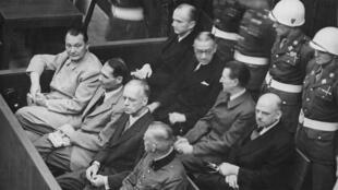 المسؤولون النازيون خلال محاكمات نورمبرغ 1945