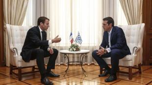 الوزير الأول اليوناني الكسيس تسيبراس مع الرئيس الفرنسي إيمانويل ماكرون
