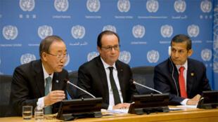 الرئيس الفرنسي يتوسط الأمين العام للأمم المتحدة و رئيس البيرو