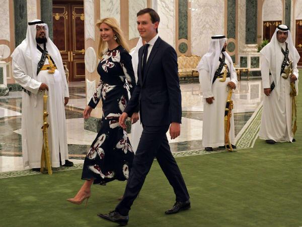 إيفانكا ترامب تدخل قصر اليمامي في الرياض برفقة زوجها