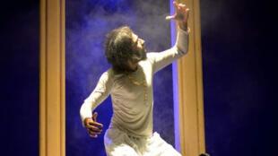 piece_theatre_morsure_chien_irak