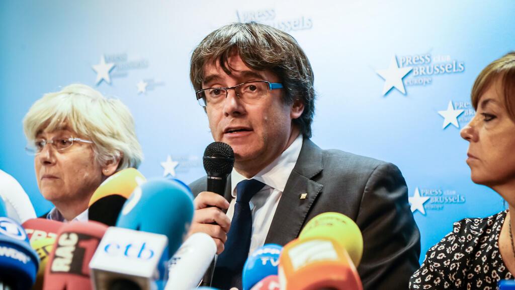 الزعيم الإنفصالي كارليس بوتشيمون خلال ندوة صحفية عقدها في بروكسل يوم 31 اكتوبر 2017