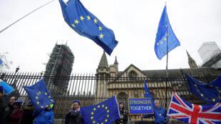 أمام البرلمان البريطاني