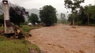 فيضانات خلال الاعصار ايداي