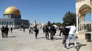 الشرطة الإسرائيلية في باحة المسجد الأقصى في القدس الشرقية