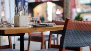 صورة رمزية لطاولة في مطعم