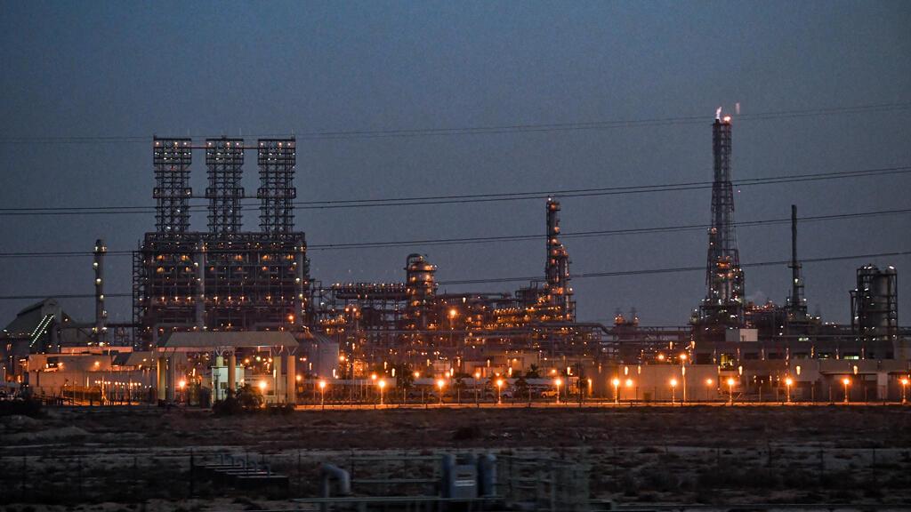oil_refinery_dammam_saudi_arabia
