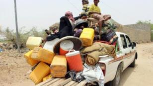 نازحون يمنيون من مدينة الحديدة في 22 حزيران/يونيو