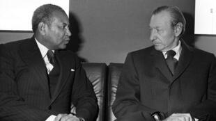 مختار مبو المدير العام لمنظمة اليونسكو وكورت فالدهايم الأمين العام للأمم المتحدة