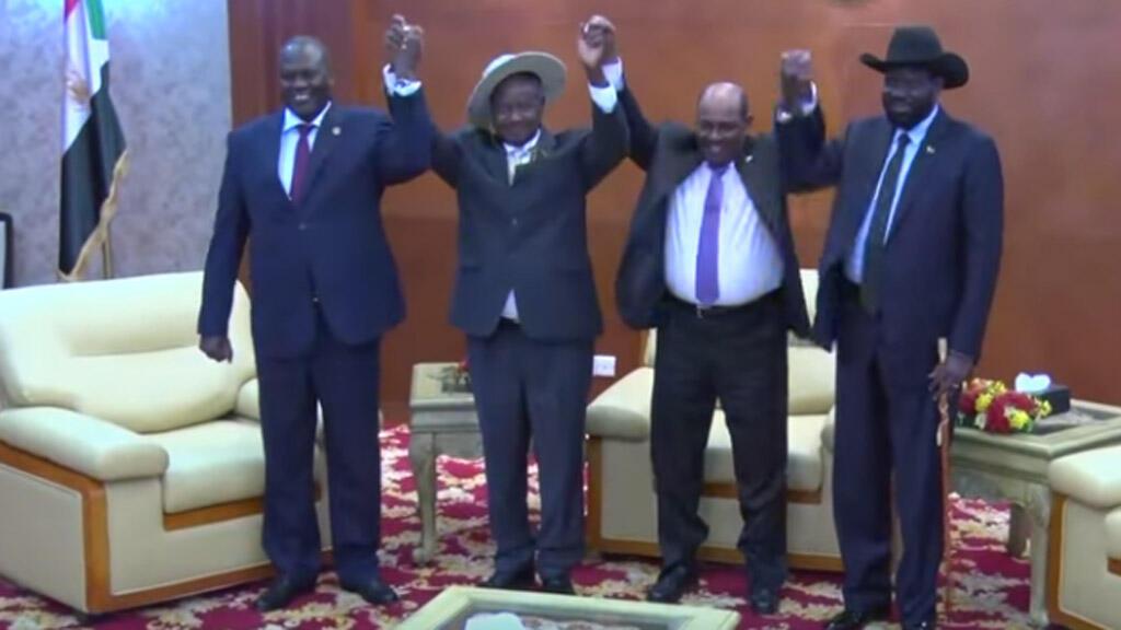 رئيس جنوب السودان سيلفاكير وخصمه رياك مشار، الخرطوم ( حزيران-يونيو 2018)